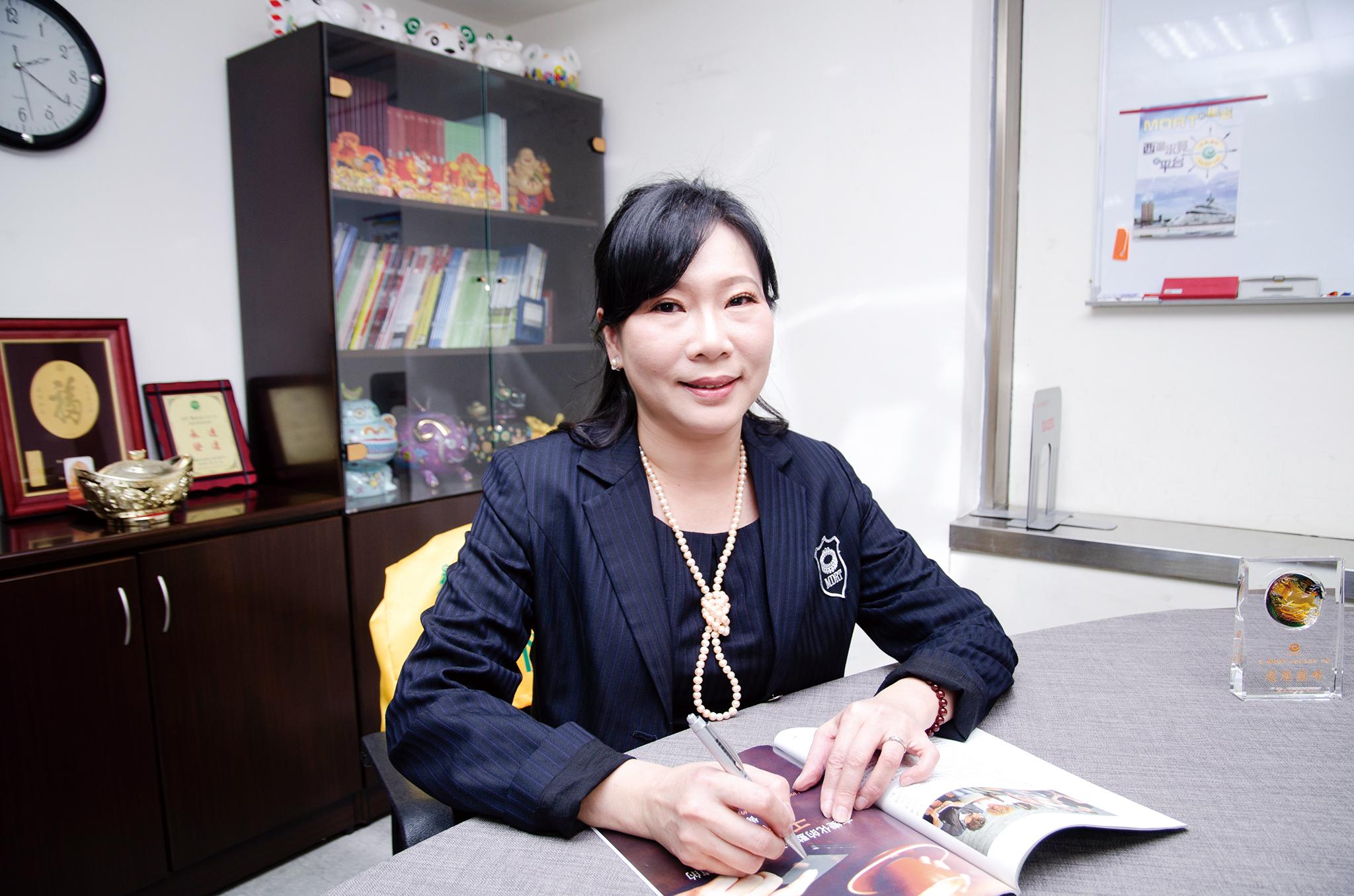 喬桂芳業務區經理。
