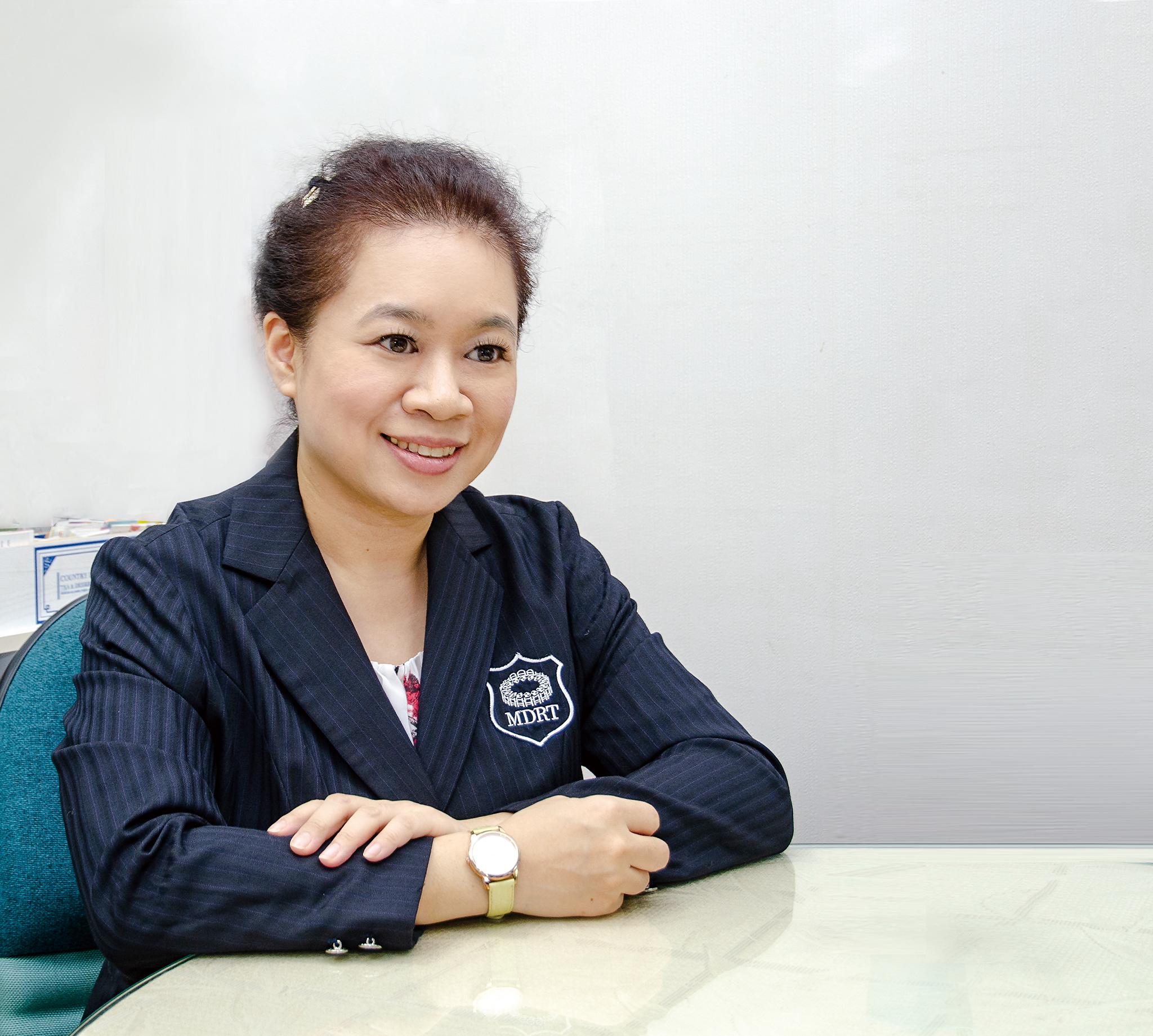 陳芸彤業務區經理。