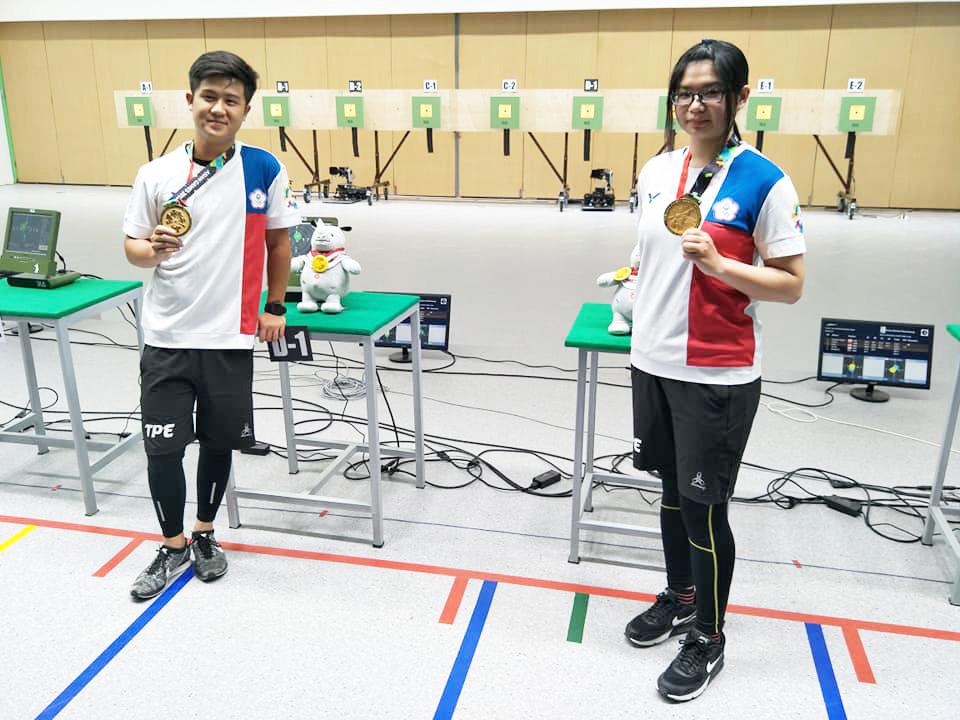 林影欣與呂紹全在2018亞運賽事奪下十公尺空氣步槍混雙金牌。(中華民國射擊協會 提供)。