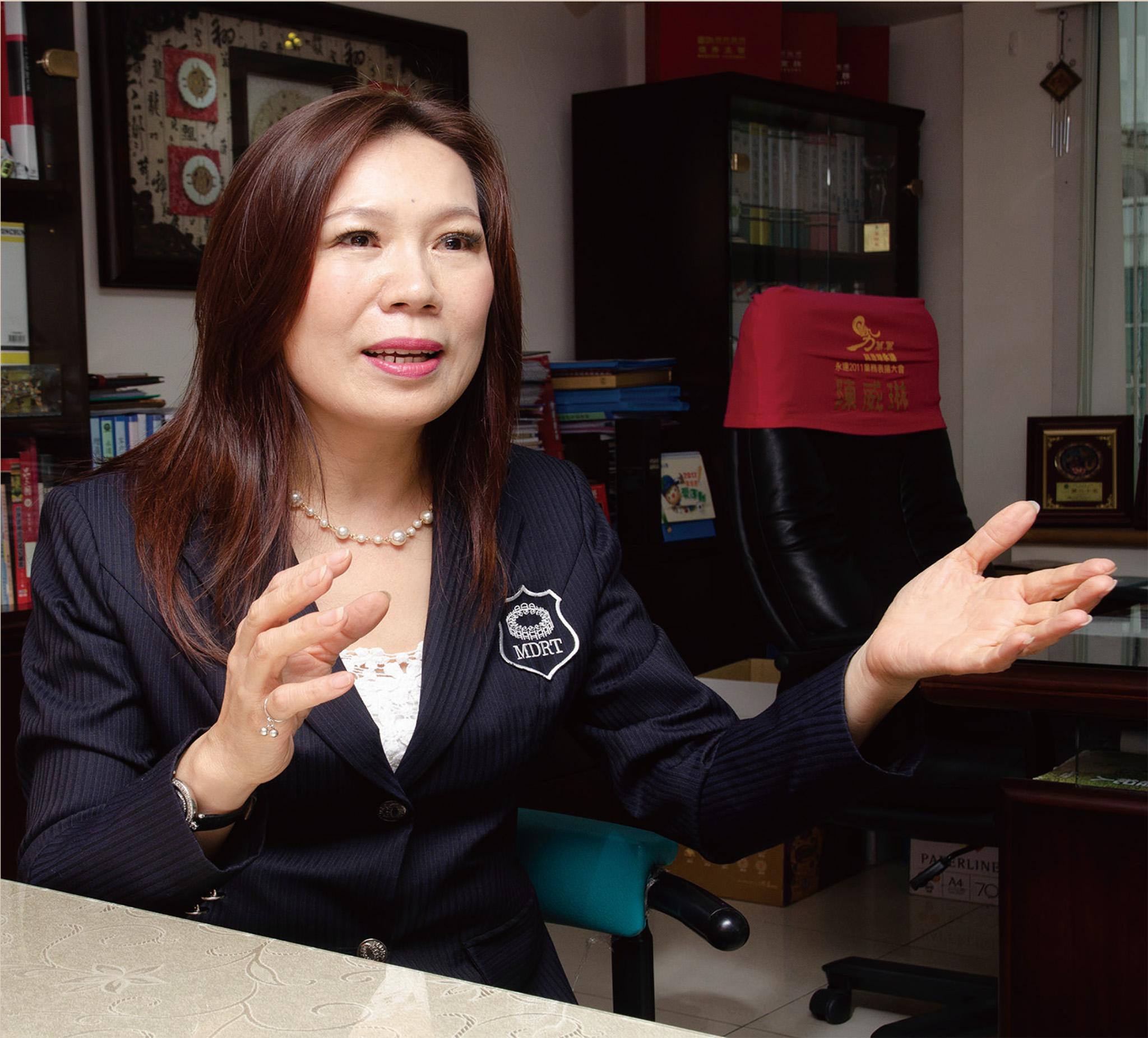 陳磬薇業務區經理。