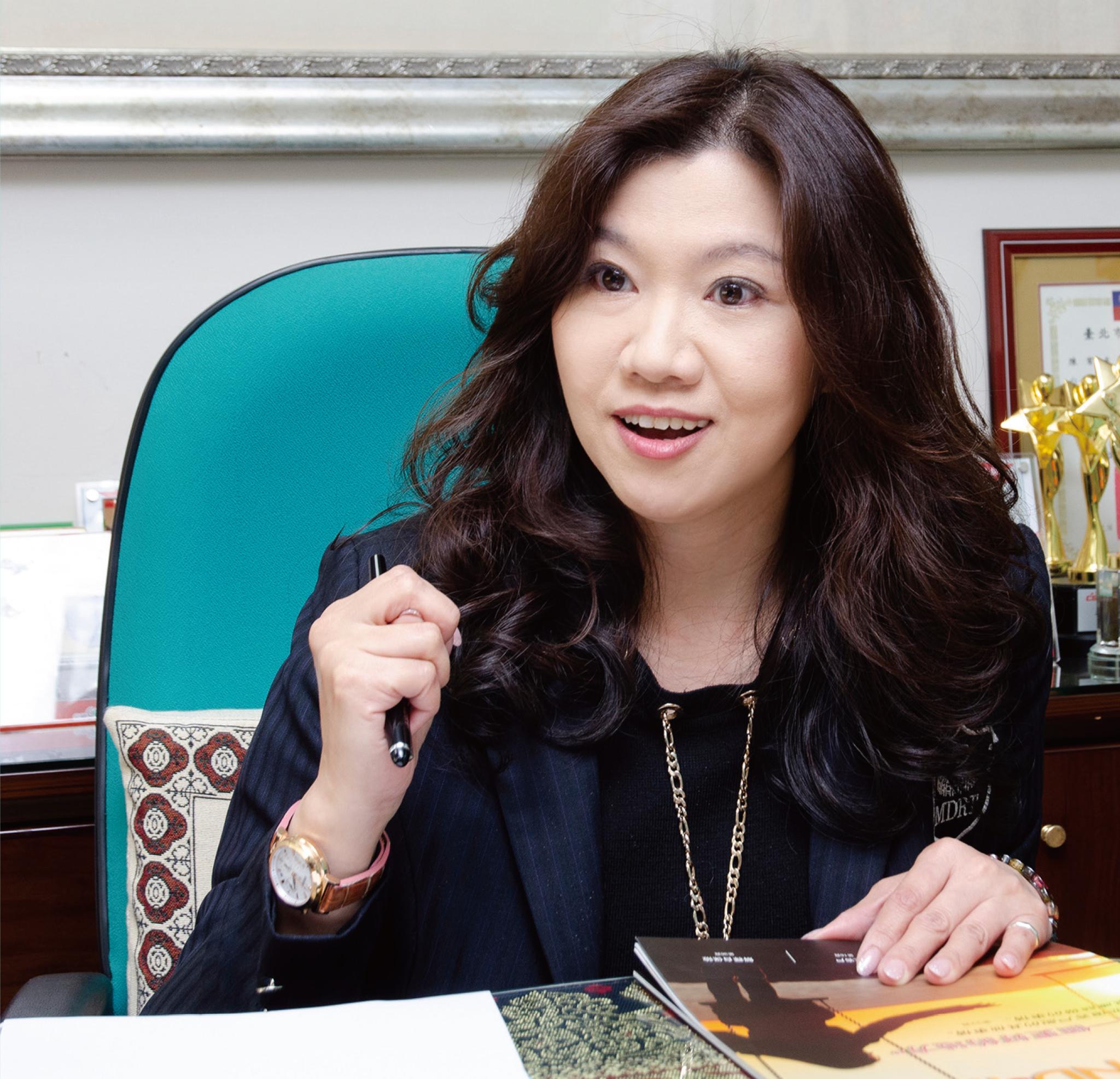 王淑珍業務區經理。