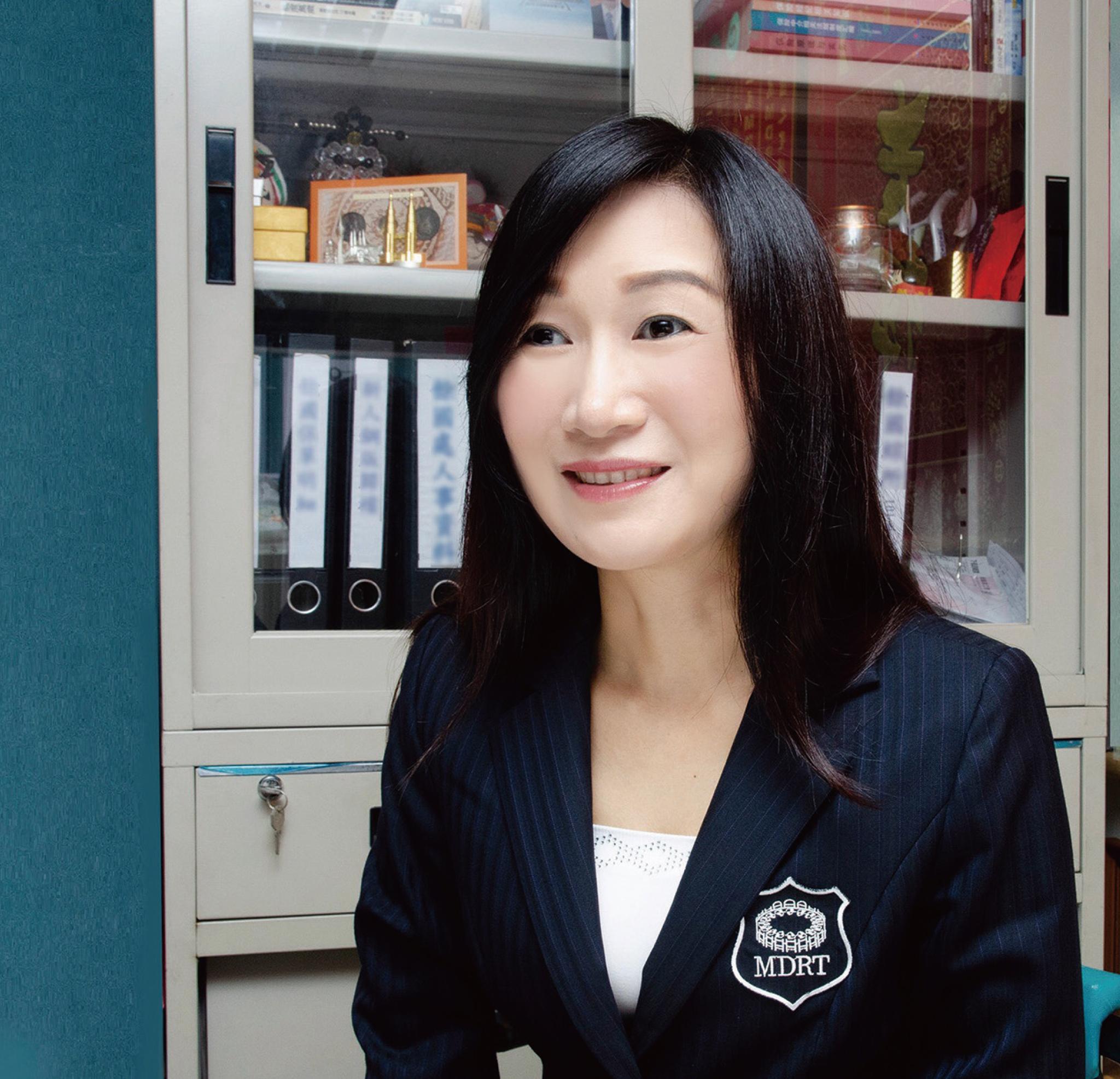 霍美妮業務區經理。