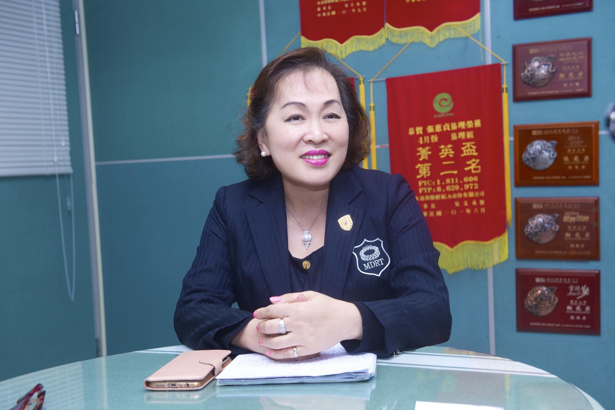 陳美燕業務區經理。