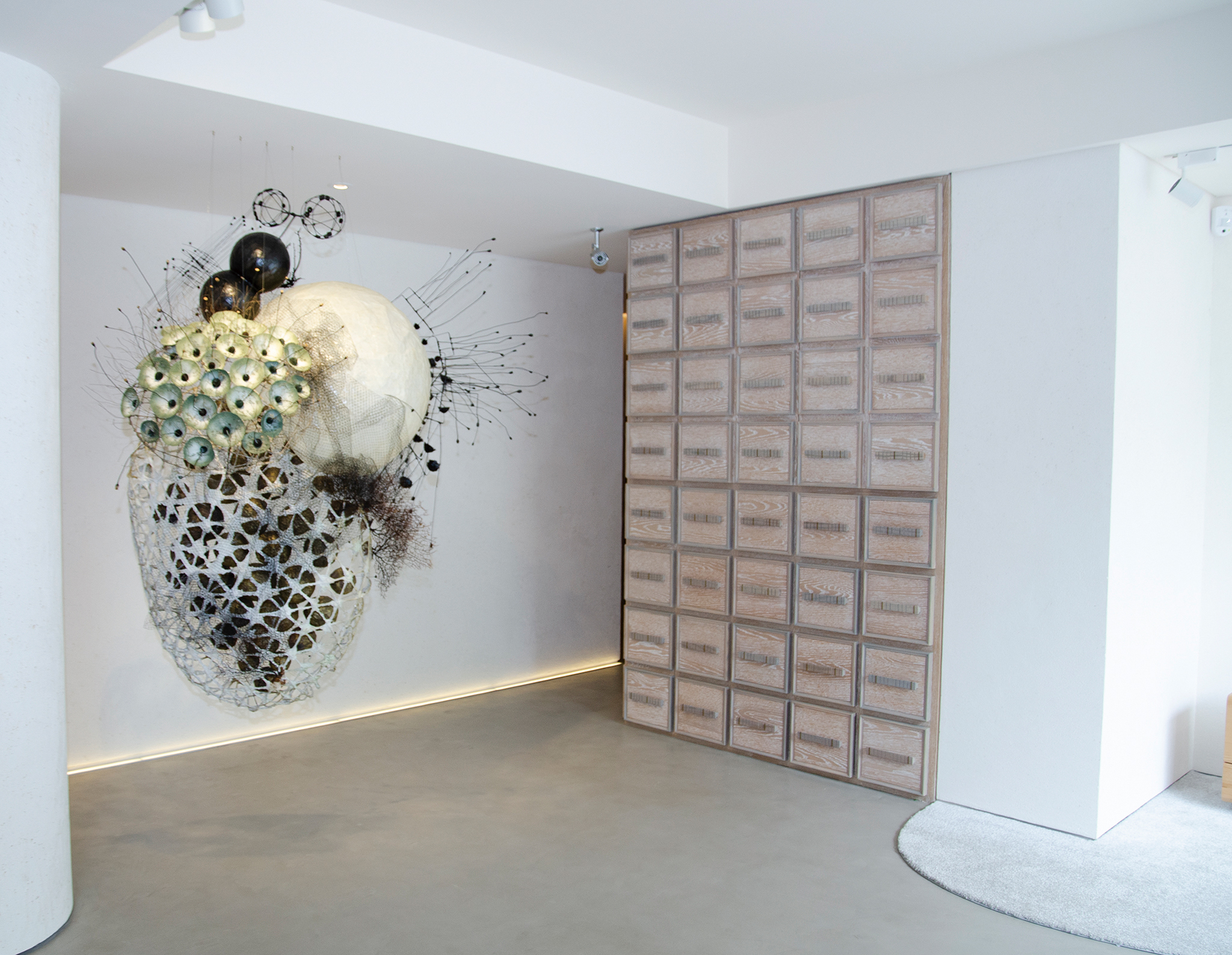 「漫雲思境」無櫃檯藝廊設計的接待大廳,並由植物藝術家李霽設計專屬藝術裝置。