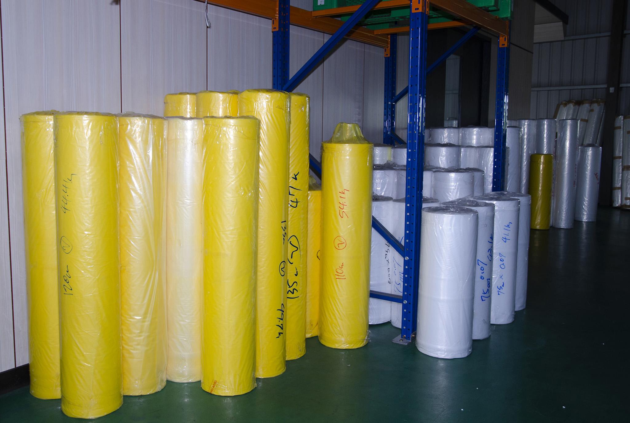錦融有限公司委外製作的塑膠包材半成品。